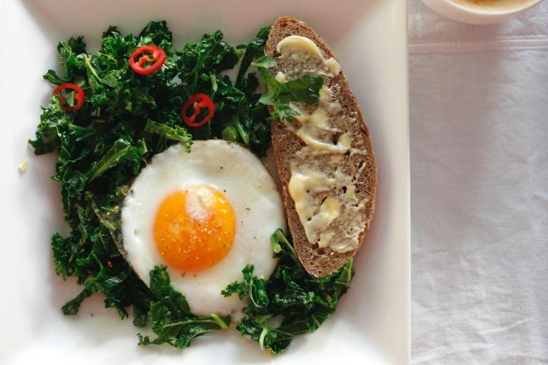 Fried_kale_breakfast_idea